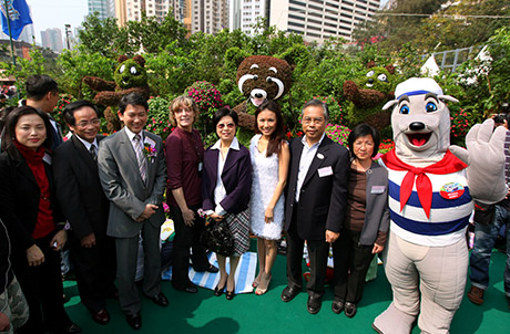 Photo 2: (5th to the left) Mrs. Selina Tsang, wife of the Chief Executive of the HKSAR, poses for a picture with Ocean Park colleagues and fellow guests of honor of the Hong Kong Flower Show 2010