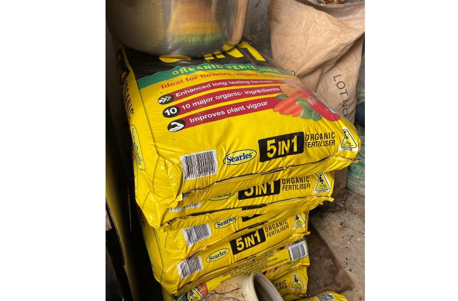 利用有機混合肥,以補充土壤的肥沃。