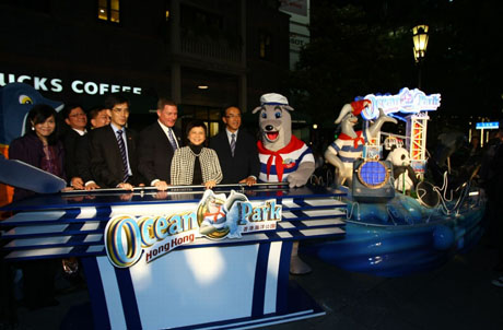 Photo 2: Officiating guests performed a lighting ceremony for the Ocean Park 3D model