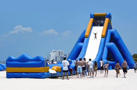 Photo 3: The World's Longest Inflatable Water Slide will be available at Ocean Park's Summer Splash