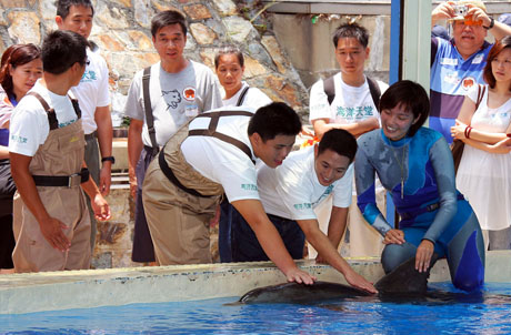 Photo 1: Mr. Jet Li and the teenagers enjoy a close encounter with the dolphins