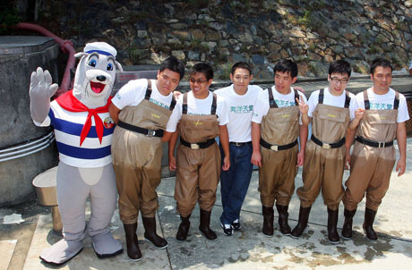 Photo 2: Group Photo of Mr. Jet Li, members of the Neighborhood Advice – Action Council and Ocean Park mascot Whiskers