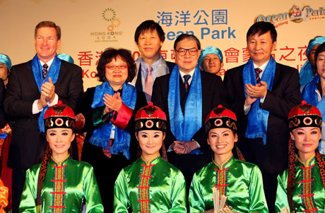 Photo 3: (From left) Mr. Tom Mehrmann, Mrs. Carrie Yau Tsang Ka-lai, The Hon. Timothy Fok, and Dr Zagdsuren Demchigiav welcomed the athletes with a team of Mongolian performers.