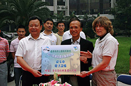 Picture 1 show Ocean Park Deputy Chief Executive and Trustee of OPCFHK, Matthias Li (center), and OPCFHK's Director Suzanne Gendron (right), handing over relief supplies to Dai Baiyang , Deputy Director of Sichuan Forestry Department (left).