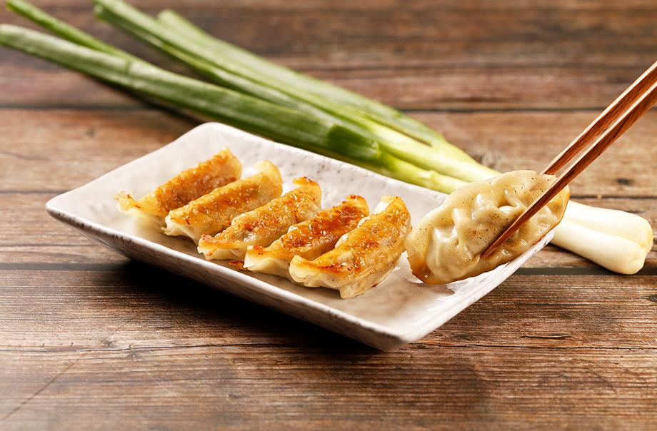 北海道十勝産豚肉を使った焼き餃子(野菜/トマト&チーズ/行者にんにく)