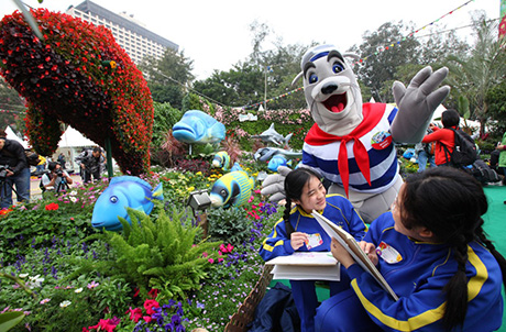 Photo 1: Ocean Park mascot Whiskers next to Ocean Park's marine stars