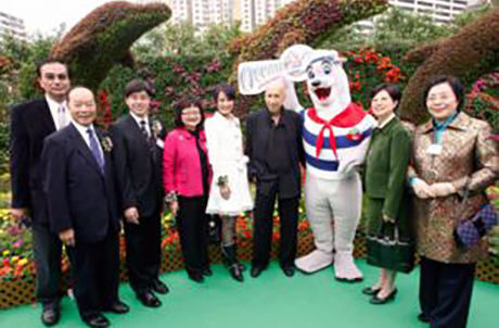 Photo 1: (From the left) Patrick Lau, Victor Hui, Thomas Chow, Carrie Yau Tsang Ka-lai, First Runner up of Miss Hong Kong Skye Chan, Dr. Allan Zeman, OPC mascot Whiskers and Mrs. Selina Tsang, wife of the Chief Executive of the HKSAR.