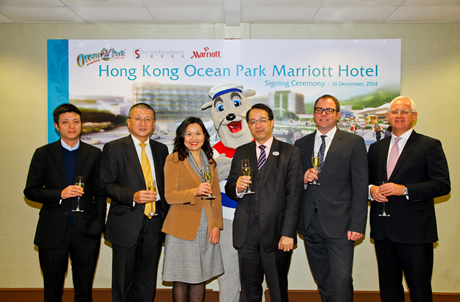 (From left) Mr. Lester Lam and Mr. Chew Fook Aun from Lai Sun, Prof. Becky Loo and Mr. Richard Tsang from Ocean Park, as well as Mr. Peter Gassner and Mr. Sam Farrands representing Marriott International, signed agreements to kick start the Hong Kong Ocea