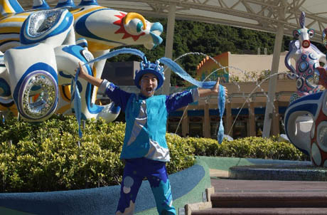Photos 1 and 2: Andy Law enjoying himself at Ocean Park