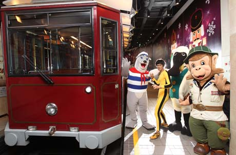 "The ""Hong Kong Attractions Fun Deals"" programme allows guests who visit one of the five attractions to enjoy a 10 percent admission discount when they present their ticket stubs at any of the other four attractions. The promotional period will be from January 1 to December 31, 2011, while the redemption period for valid tickets from the five attractions will be extended to January 31, 2012."