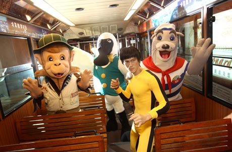 "The mascots of the attractions, Whiskers from Ocean Park Hong Kong, Monkey Doofus from Ngong Ping 360, Mr. Black-faced Spoonbill from Hong Kong Wetland Park and Bruce Lee from Madame Tussauds Hong Kong invite guests to celebrate winter festivities at the five attractions including The Peak Tram & Sky Terrace, with the ""Hong Kong Attractions Fun Deals"" from January 1 to December 31, 2011."