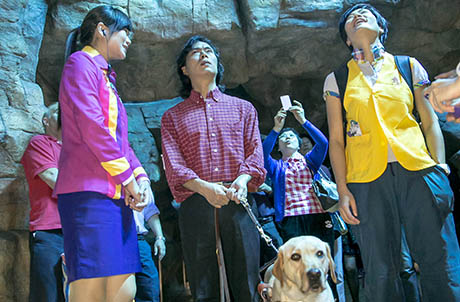 Photo 3a, 3b, 3c: Visually impaired guest, Mr Sam Huang, and his guide dog Jolee tour around Ocean Park and met with the Park's animal ambassadors. Jolee remained professional and calm while guiding Mr Huang