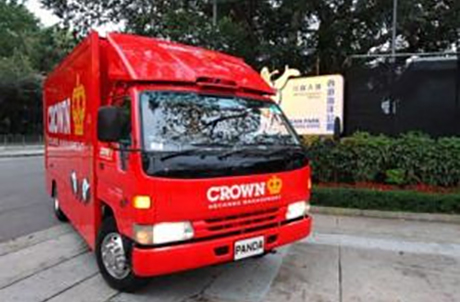 The truck that used to deliver the four red pandas arrived Ocean Park at 6 pm on 22 March.