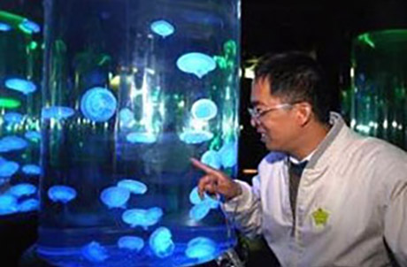 "Mr Liu from Henan said ""I have learned something new about marine life from this visit to Ocean Park, and I thank Ocean Park and their people for their great hospitality shown to us today."""