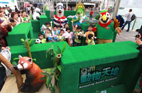 Photo 3 :Ocean Park mascots (from the left) Whiskers, Later Gator and Chief gather inside the maze with excited kids