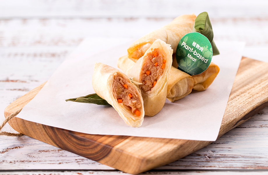 Amazing Spring Rolls - Omnipork (a foodtech innovation formulated by a proprietary blend of peas, non-GMO soy, shiitake mushrooms and rice) is put inside a pastry.