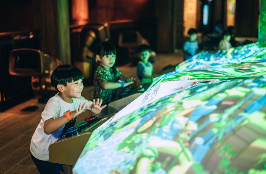 全新科技互動探索旅程﹕「探索號 R」體驗館*