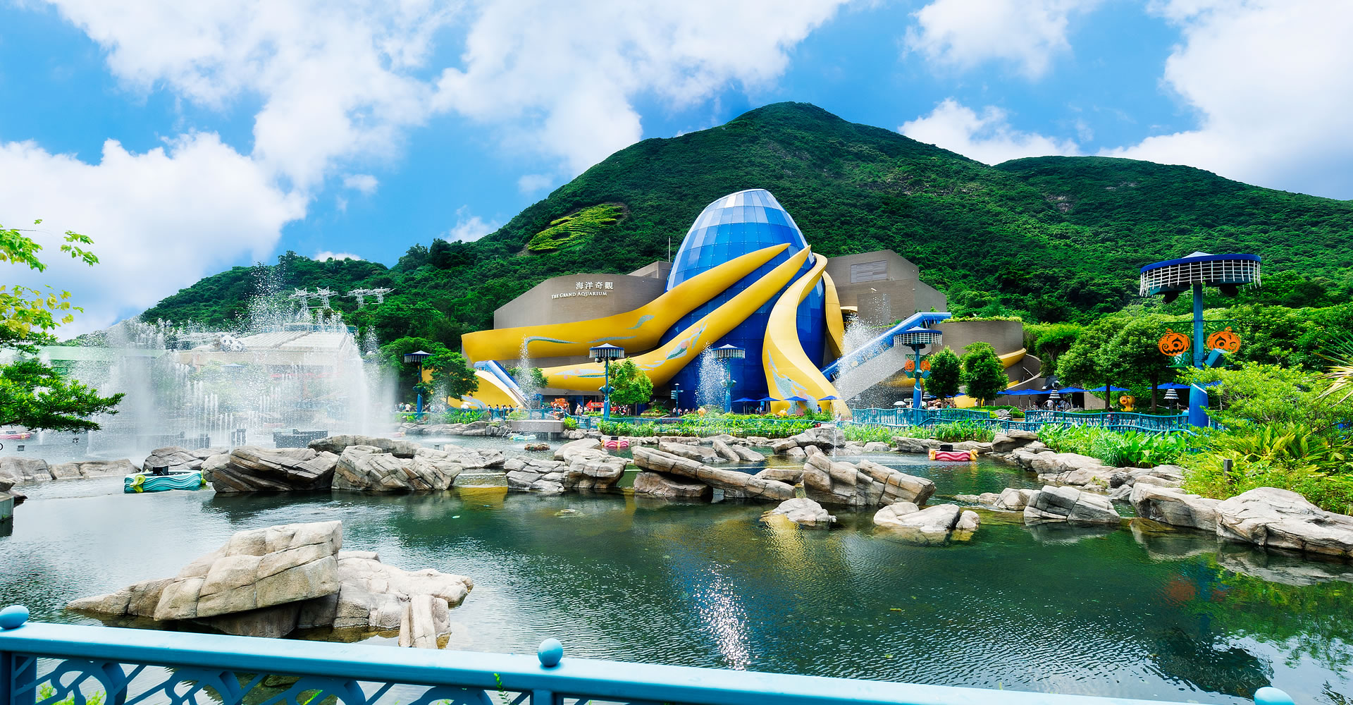 https://media.oceanpark.com.hk/files/s3fs-public/GrandAquarium.jpg