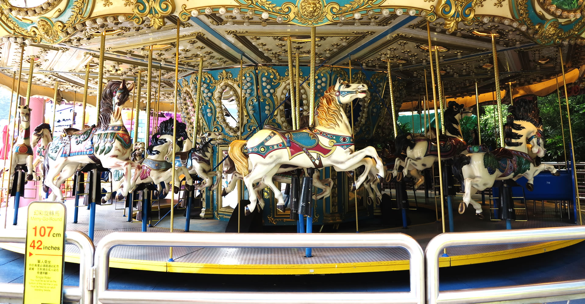 https://media.oceanpark.com.hk/files/s3fs-public/Merry-Go-Round.jpg