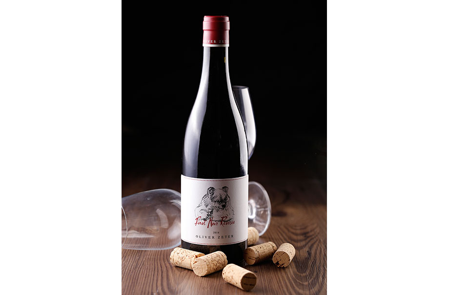 2014 Pinot Noir Reserve - Profound and elegant oaked, this award-winning red wine is sure to pamper one's palate with mild flavours of sweet cherry, roasted almonds and vanilla.