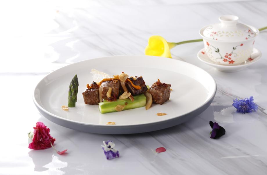 Wok-Fried Kagoshima Wagyu Beef Cubes with Termite Mushroom Sauce