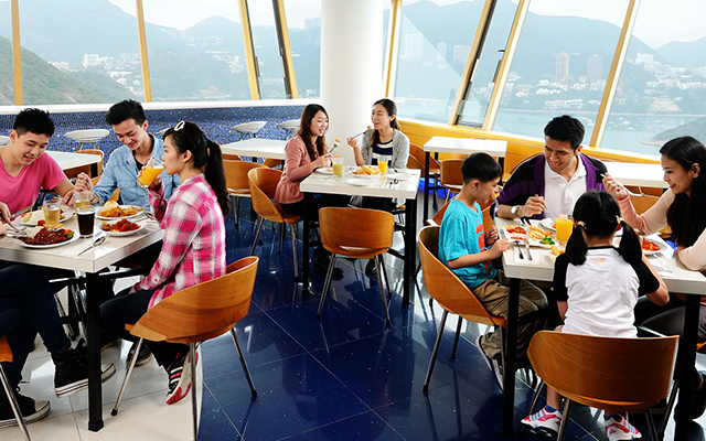 https://media.oceanpark.com.hk/files/s3fs-public/TheBayviewRestaurant_052_m.jpg