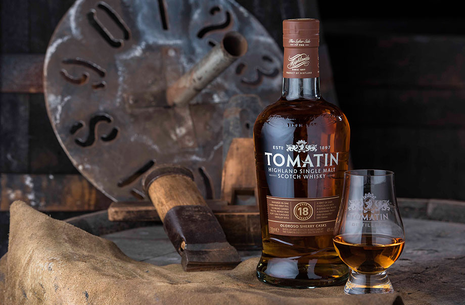 Tomatin 18 Year Old - With final maturation in Oloroso Sherry butts, it developed a rich flavour of honey and soft oak, with a hint of dark chocolate, citrus and sustained sweetness.