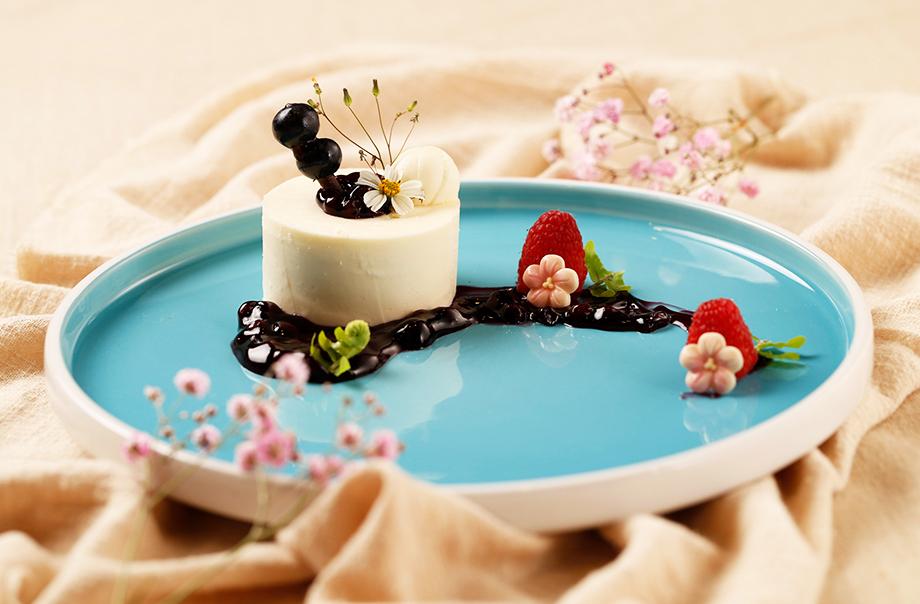 Hokkaido 3.6 Milk Pudding with Hasukappu Jam