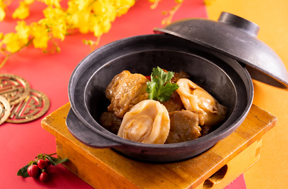 Abalone with Chicken Fillet and Ginger in Clay Pot