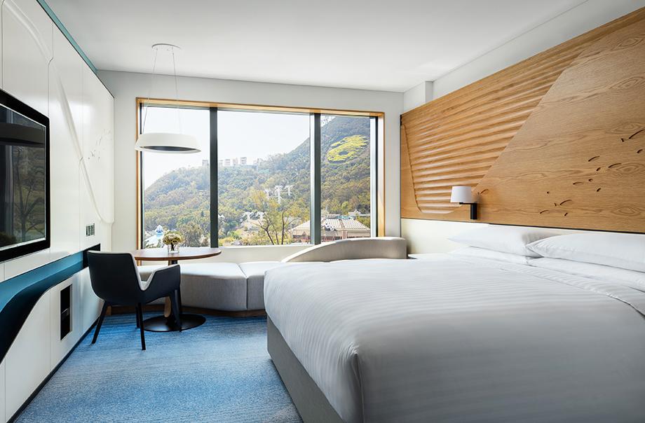 One set of Hong Kong Ocean Park Marriott Hotel package (worth HK$3600)
