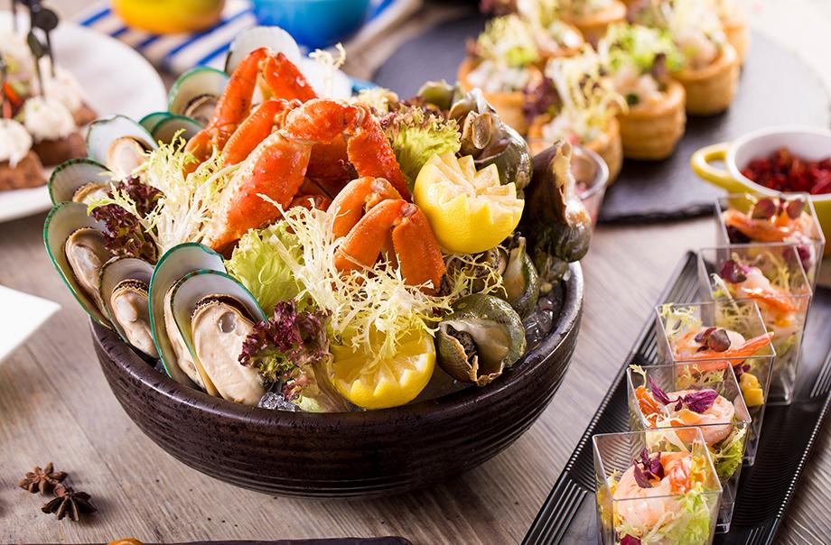 Assorted Seafood Platter (New Zealand Mussel, Canadian Jade Whelk and Alaskan King Crab Leg)