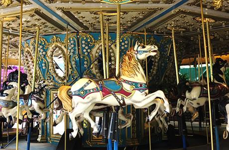 幻彩旋轉馬